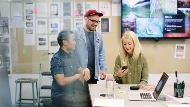 美女设计师,前 Airbnb UI 设计经理 Steph Bain 的一天